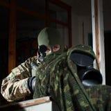 Maskerad prickskytt under beskickning Royaltyfri Fotografi