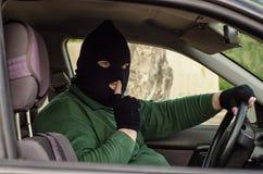 Maskerad rånare som indikerar inget samtal Royaltyfri Bild