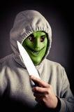 Maskerad rånare som rymmer den stora kniven Arkivbild