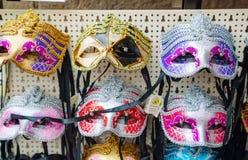 Maskerade Venetiaanse maskers op verkoop in Venetië, Italië Royalty-vrije Stock Afbeeldingen