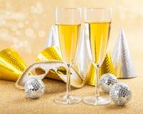 Maskerademaske und -champagner Stockbild