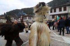 Maskeradfestival i den Shiroka lakaen, Bulgarien royaltyfri fotografi
