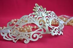 Maskeradmaskering på rosa bakgrund Royaltyfri Bild