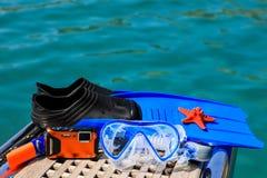 Maskering fena, undervattens- kamera, sjöstjärna på havsbakgrunden Fotografering för Bildbyråer