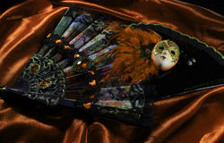 Maskering med vikningfans Royaltyfria Bilder
