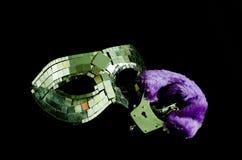 Maskering och handbojor Royaltyfria Bilder