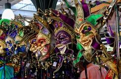 Maskeringar i den franska marknaden i New Orleans en Louisiana stad på Mississippiet River, nära golfen av Mexico Arkivfoto