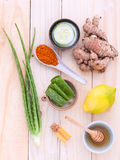 Maskeringar och naturligt för ansiktsbehandling för naturliga Spa ingredienser hemlagade ingred Royaltyfri Fotografi