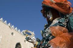 Maskeringar på den Venedig karnevalet Fotografering för Bildbyråer
