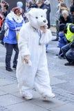 Maskeringen för den vita björnen på karnevalet ståtar, Stuttgart Arkivfoto