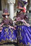 Maskers in Carnaval van Venetië royalty-vrije stock afbeeldingen
