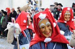 Maskers i karnevalet Fastnacht Royaltyfri Bild