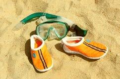 Maskers met buizen voor het zwemmen Stock Afbeeldingen