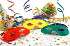 Maskers met confettien, wimpels royalty-vrije stock afbeeldingen