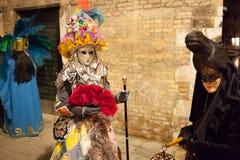 Maskers op Venetiaans Carnaval, Venetië, Italië Stock Foto's