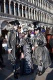 Maskers in Venetië tijdens Mardi Gras Stock Afbeeldingen