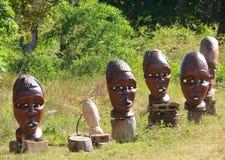 Maski i inne pracy Mozambican mistrzowie sprzedawali blisko vi Fotografia Stock