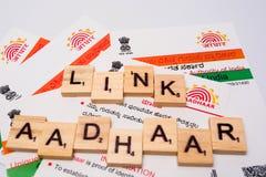 Maski Karnataka, Indien - DECEMBER 22,2018: Aadhaar kort som utfärdas av regeringen av Indien som ett identitetskort royaltyfri bild