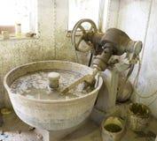 Maskin av blandning av keramikers lera. Ö av Kreta Fotografering för Bildbyråer