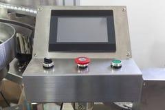 Maskin för automatiskt att förlägga plast- lock Royaltyfri Foto