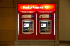 Maskin för Bank of AmericaATM-bankrörelsen Fotografering för Bildbyråer
