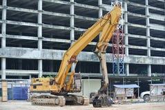 Maskin för cofferdam för stålarkhög på konstruktionsplatsen Arkivbild