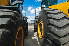 Maskin för grävskopaladdare Sidosikt av Front Hoe Loader industriellt medel Tung utrustningmaskin Pneumatisk lastbil royaltyfri bild