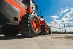 Maskin för grävskopaladdare Sidosikt av Front Hoe Loader industriellt medel Tung utrustningmaskin Pneumatisk lastbil Constructio royaltyfri bild
