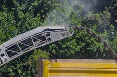 Maskin för malning för asfaltväg arkivfoto