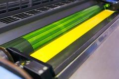 Maskin för offset- printing - gult färgpulver Arkivfoto