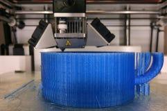 maskin för printing 3D på arbete Arkivfoto
