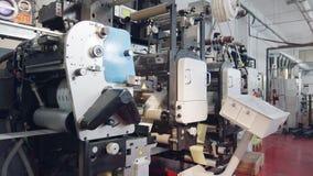 Maskin för stor utskrift i en utskrivande fabrik lager videofilmer