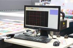 Maskin för tillverkningen av följetong- och cirkulationsprodukter i olika branscher royaltyfri foto