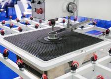 Maskinen för att borra glass ark Royaltyfria Bilder