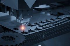 Maskinen för CNC-laser-snitt Arkivfoto