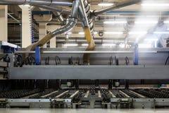 Maskinen på möblemangfabriken Fotografering för Bildbyråer