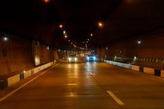 Maskiner i en mörk tunnel fotografering för bildbyråer