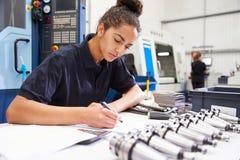 Maskineri för teknikerPlanning Project With CNC i bakgrund Fotografering för Bildbyråer