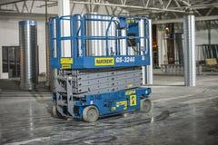 Maskineri och utrustning inom byggnaden Royaltyfri Foto