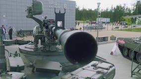 Maskingevär på tornet av behållaren lager videofilmer