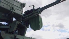 Maskingevär på tornet av behållaren på harneskutställningen 2018 lager videofilmer