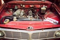 Maskinrum av den övergav bilen Arkivbild
