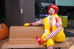 Maskot av en McDonald's restaurang Fotografering för Bildbyråer