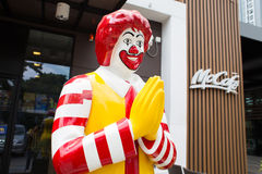 Maskot av en McDonald's restaurang Arkivfoto