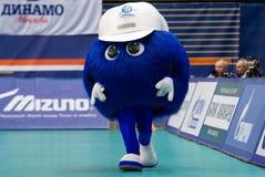 Maskottchen des Dynamo-Moskau-Teamgehens Lizenzfreie Stockfotos