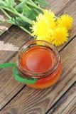 Maskrosor och honung fotografering för bildbyråer