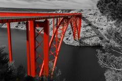 Maslenica czerwieni most nad morzem, Maslenica, Chorwacja Zdjęcia Stock
