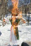 Maslenitsa俄国玩偶狂欢节-冬天的标志 免版税库存图片