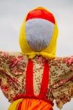 接近的匿名的秸杆肖象假的Maslenitsa,东部斯拉夫宗教 库存照片
