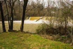Mason Creek Dam al livello di piena - 3 immagini stock libere da diritti